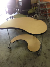 Versteel INterplay kidney shaped rolling tables